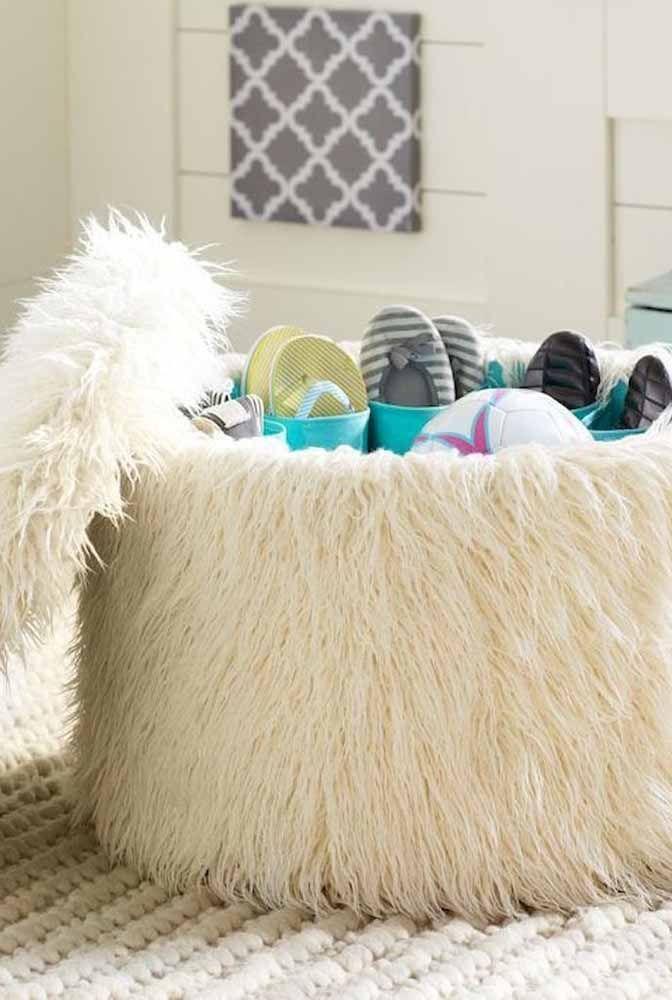 Coffre à chaussures bouffantes;  mettre en valeur le charme de la peluche qui recouvre les meubles