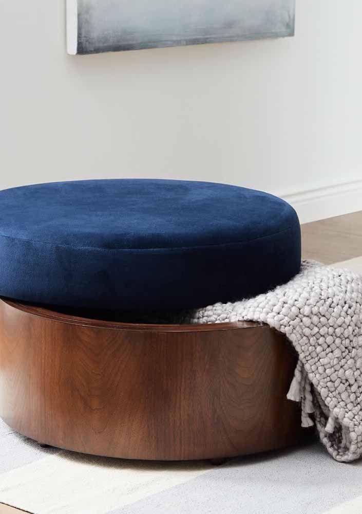 Le confort et la douceur du daim pour l'assise et la solidité et la solidité du bois pour la base de la poitrine