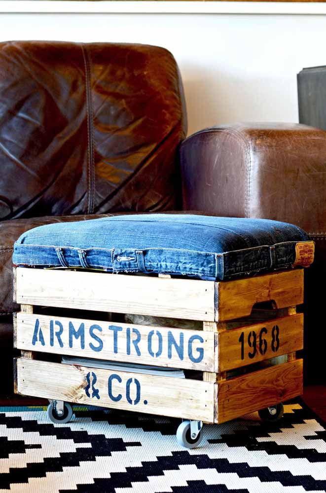 Roues, étui équitable et jeans usagés: ce sont les matières - simples et durables - qui composent la poitrine bouffante