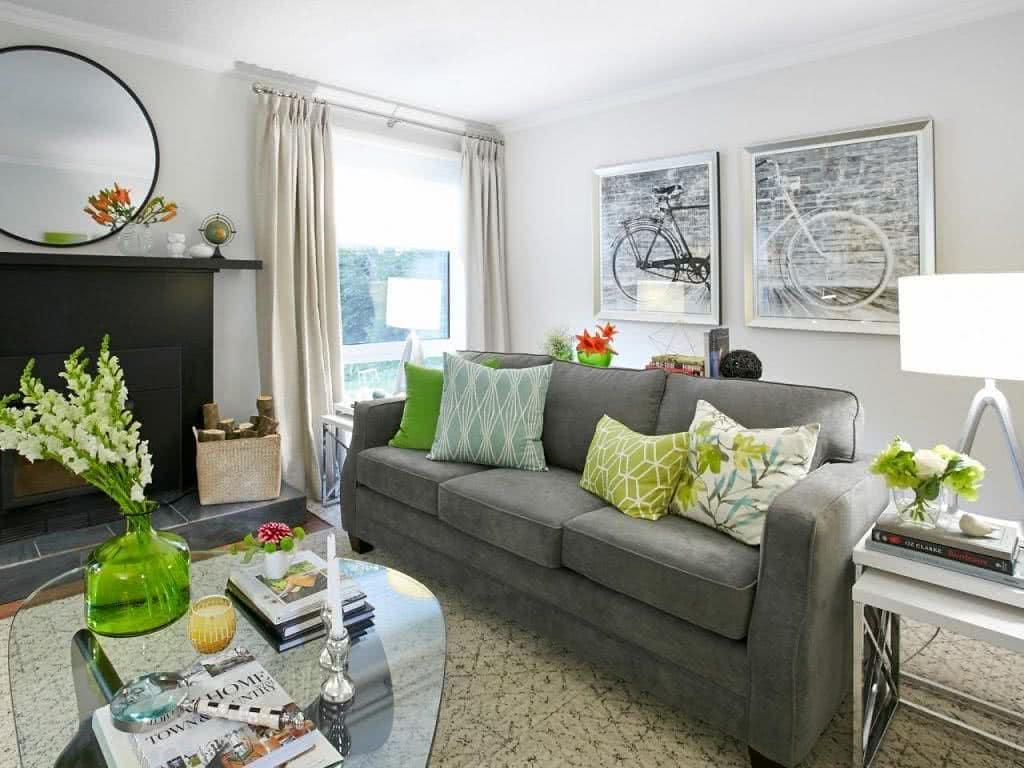 objets de décoration en vert dans la chambre