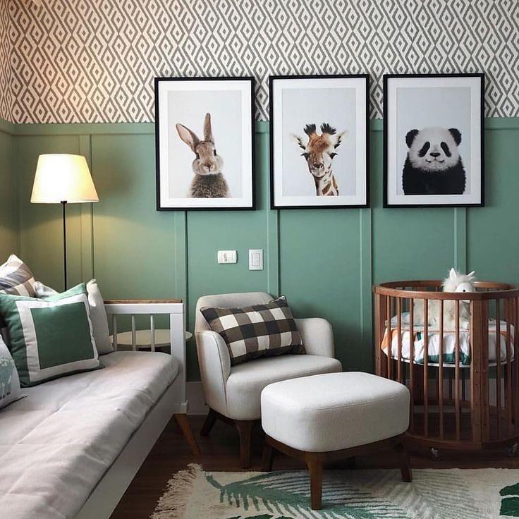 moitié mur végétal dans la chambre de bébé