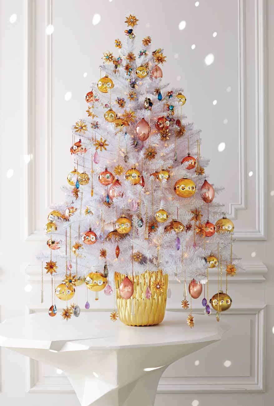 Sapin de Noël doré et cuivré dans un style luxueux