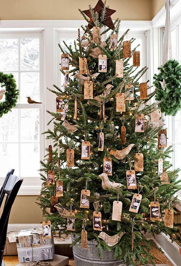 TAGs dans la décoration du sapin de Noël: pour placer les demandes et remerciements de l'année, ainsi que des photos et des souvenirs