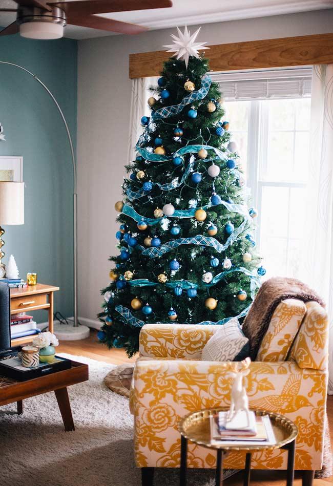 Sapin de Noël avec palette de couleurs en harmonie
