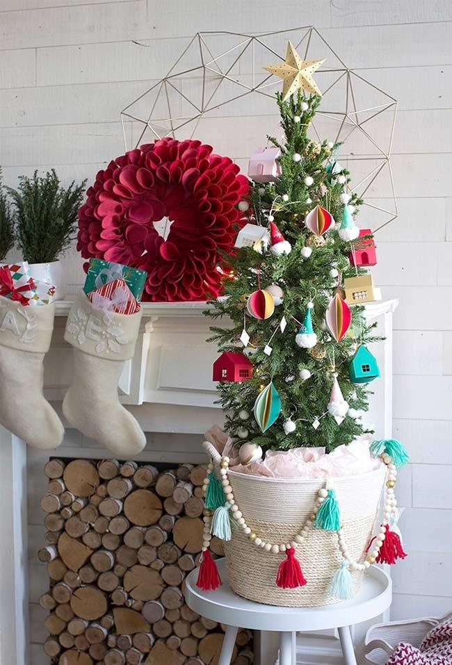 Petit sapin de Noël décoré pour table