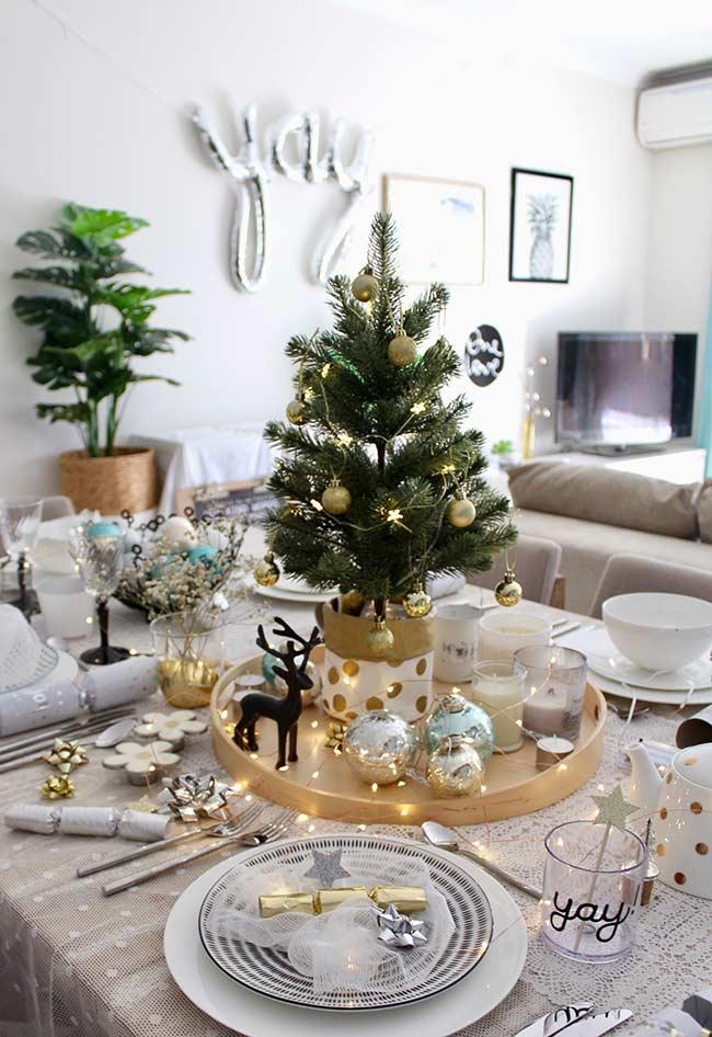 Sapin de Noël décoré pour table