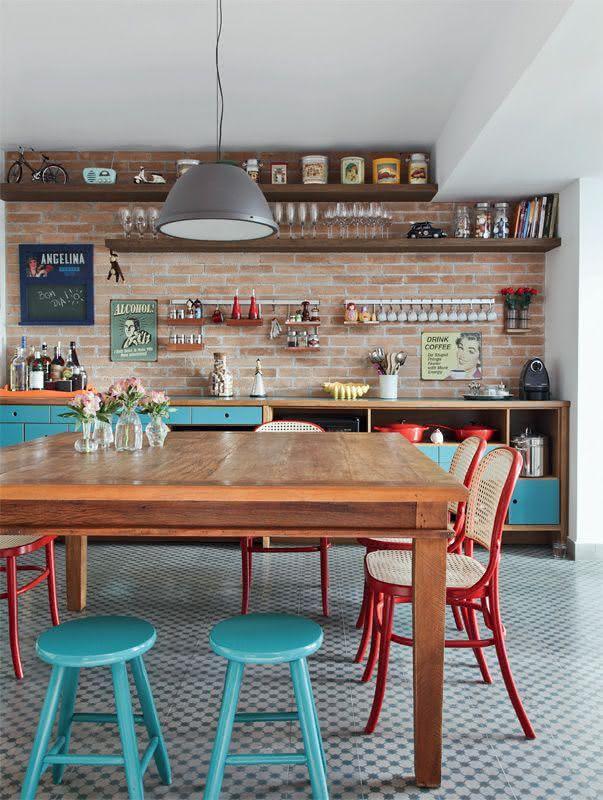 Tabouret pour cuisine basique avec peinture bleue