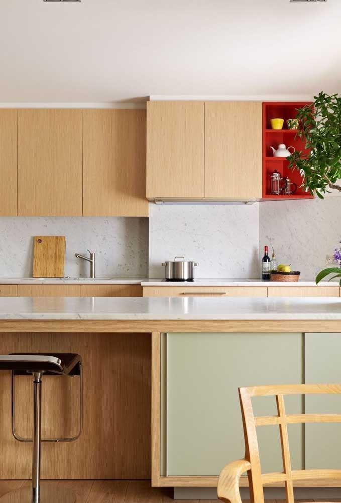 Le tabouret peut être le grand différentiel d'une cuisine décorée de bois