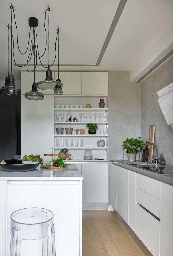 Le mobilier transparent est la nouvelle tendance en matière de décoration.  Pariez donc sur le tabouret fabriqué avec ce matériau