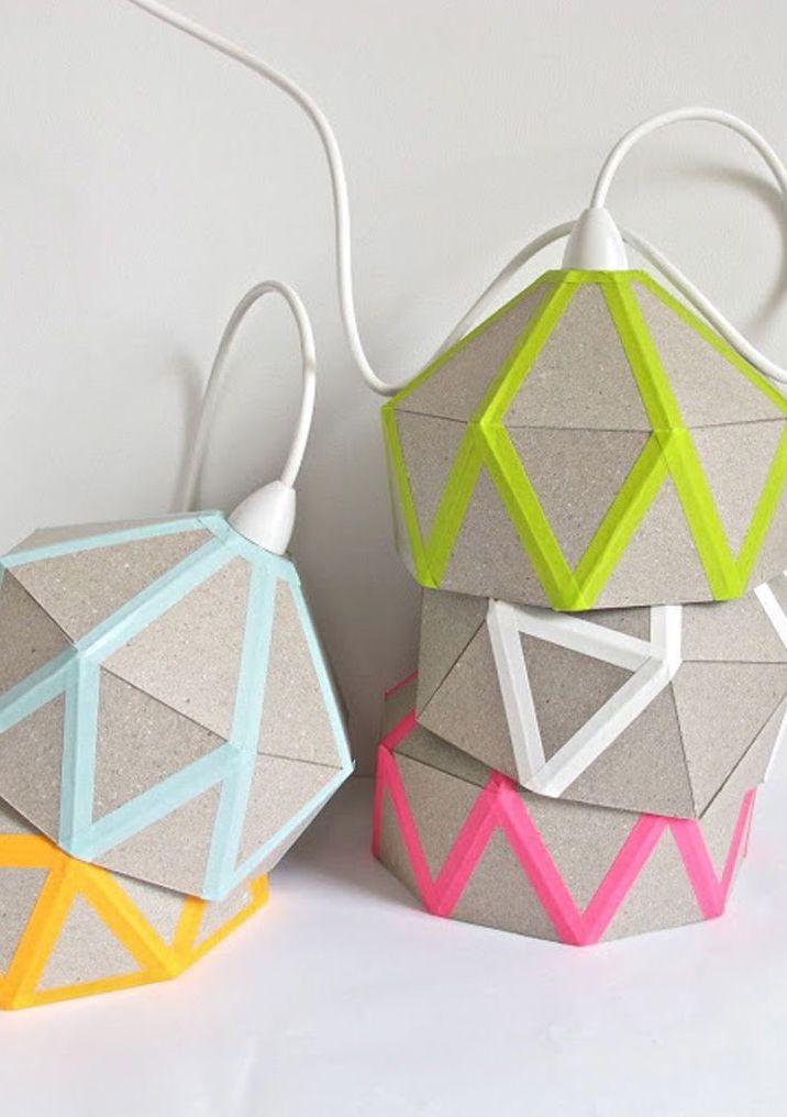 Luminaires décorés avec du ruban électrique