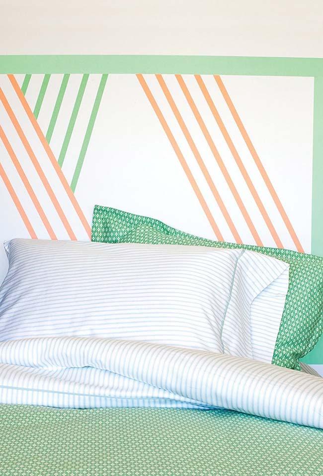 Tête de lit en ruban isolant coloré