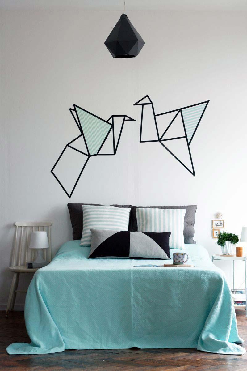 Oiseaux volant au-dessus du lit