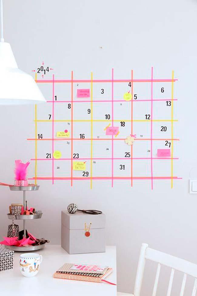 Décoration avec du ruban électrique: et pour les plus oubliés, un énorme calendrier au mur réalisé avec du ruban électrique permet de se souvenir des rendez-vous de la journée