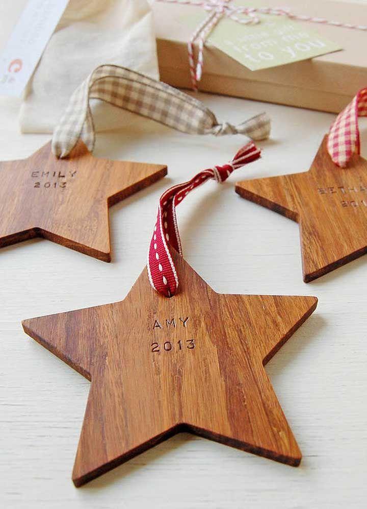 En bois, l'étoile de Noël est un charme