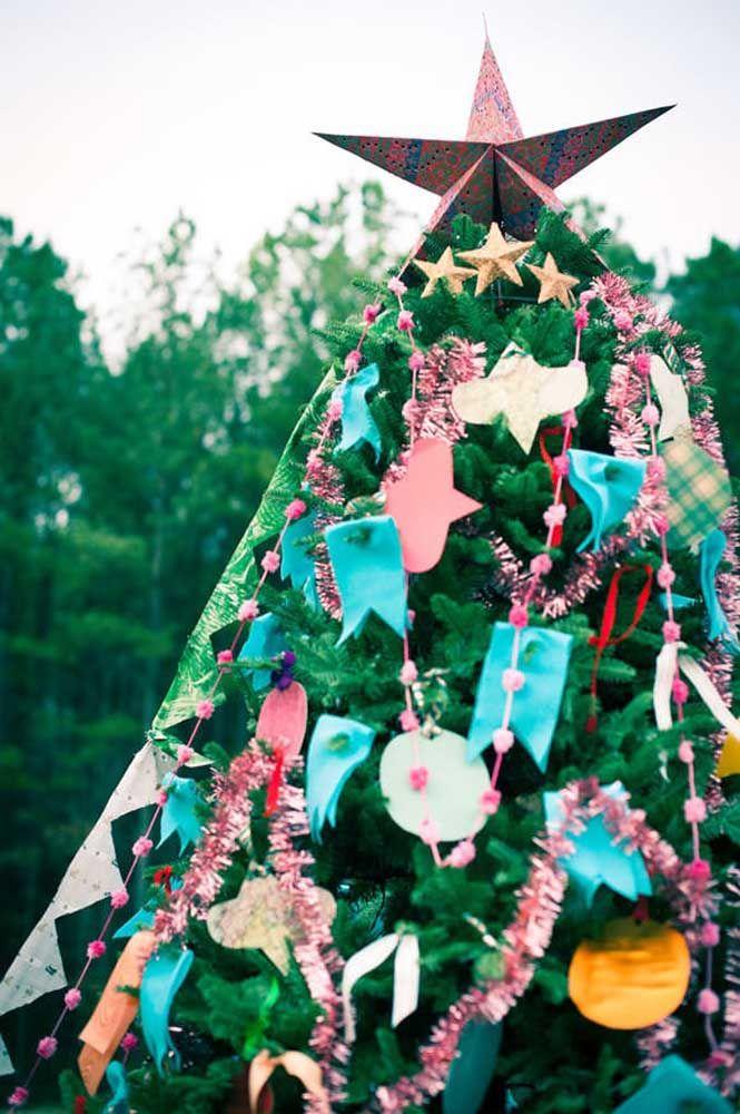 La façon la plus traditionnelle d'utiliser l'étoile de Noël est au sommet de l'arbre