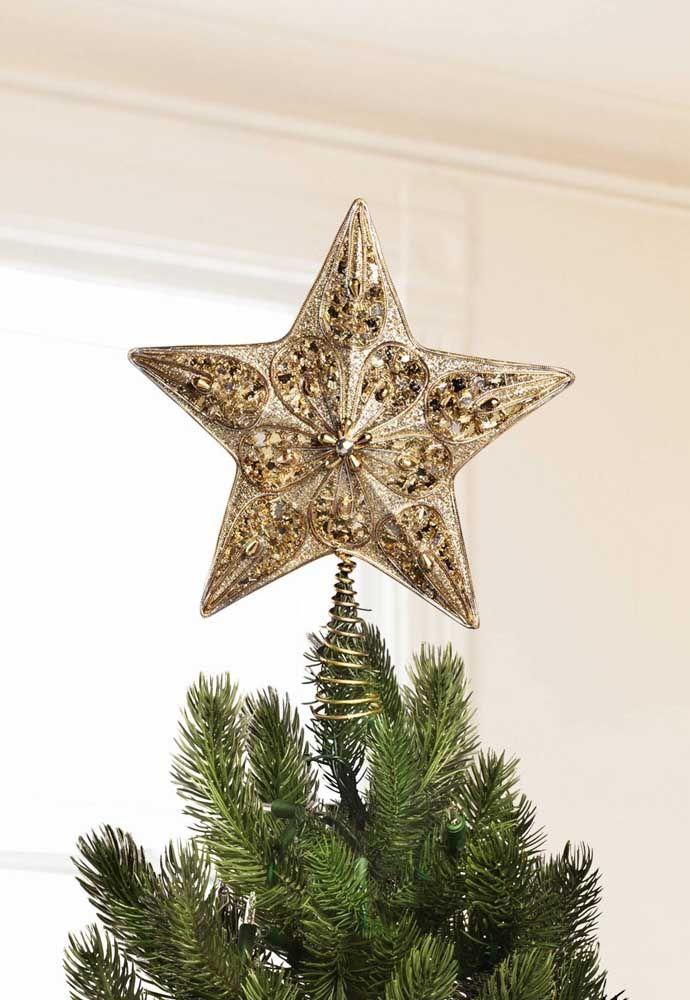 Pour soutenir l'étoile de Noël, le support en spirale a été utilisé