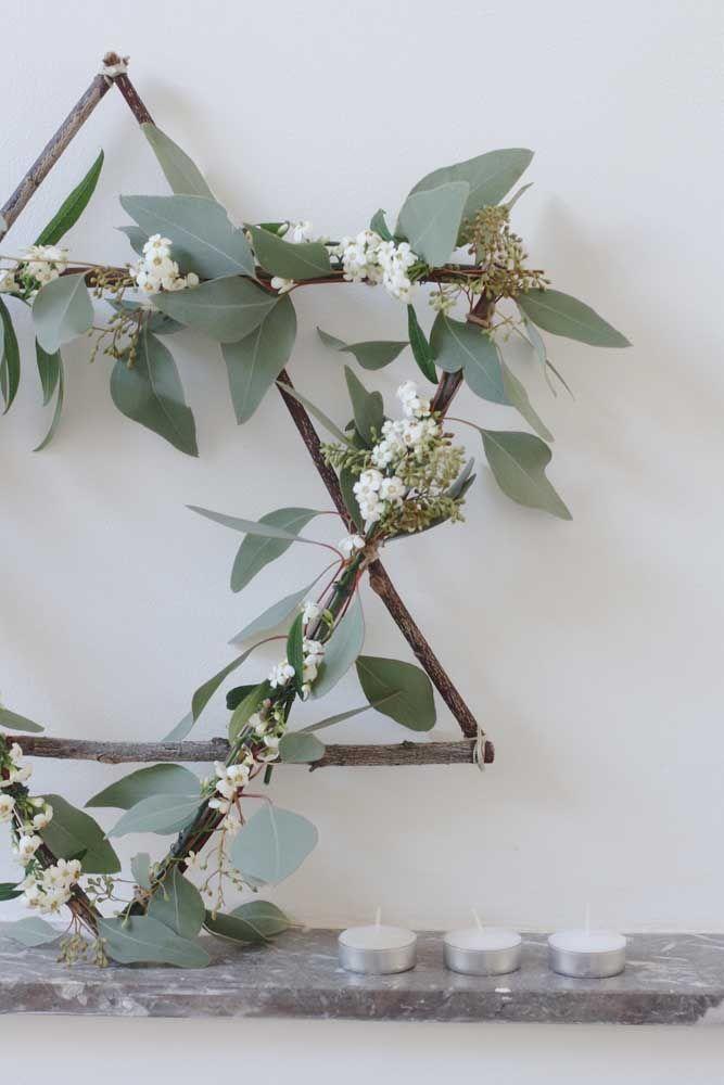 Modèle étoile rustique: fait de brindilles et de feuilles naturelles