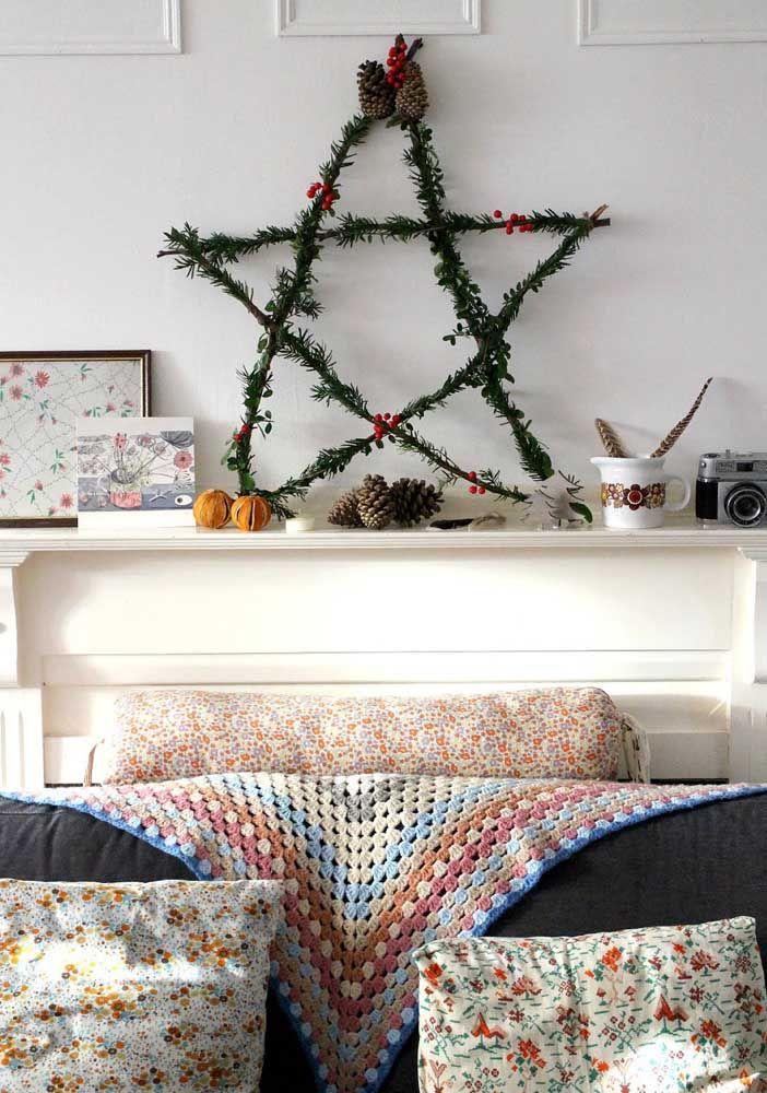 Fil et branches de pin pour former cette étoile de Noël