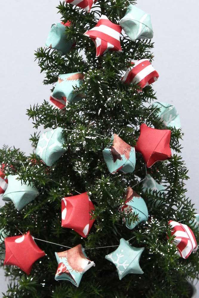 Un arbre d'étoiles ... juste des étoiles et du papier