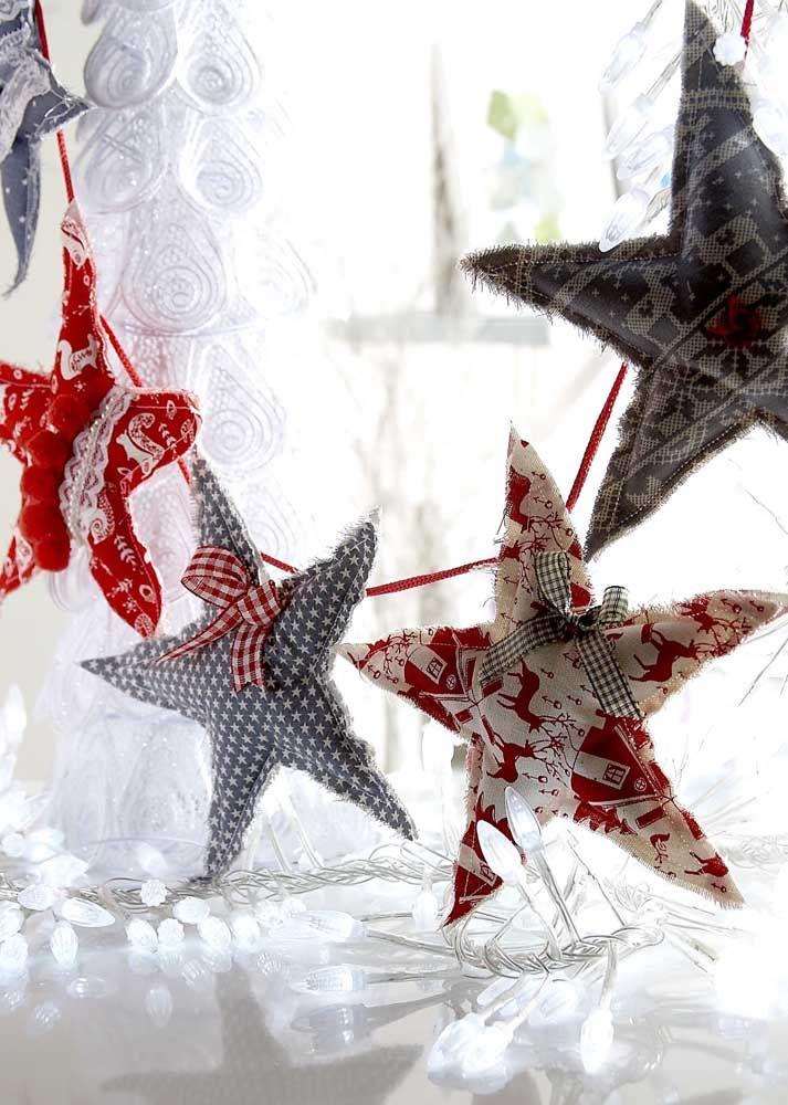 Reste-t-il des bouts de tissu là-bas?  Transformez-les en étoiles de Noël