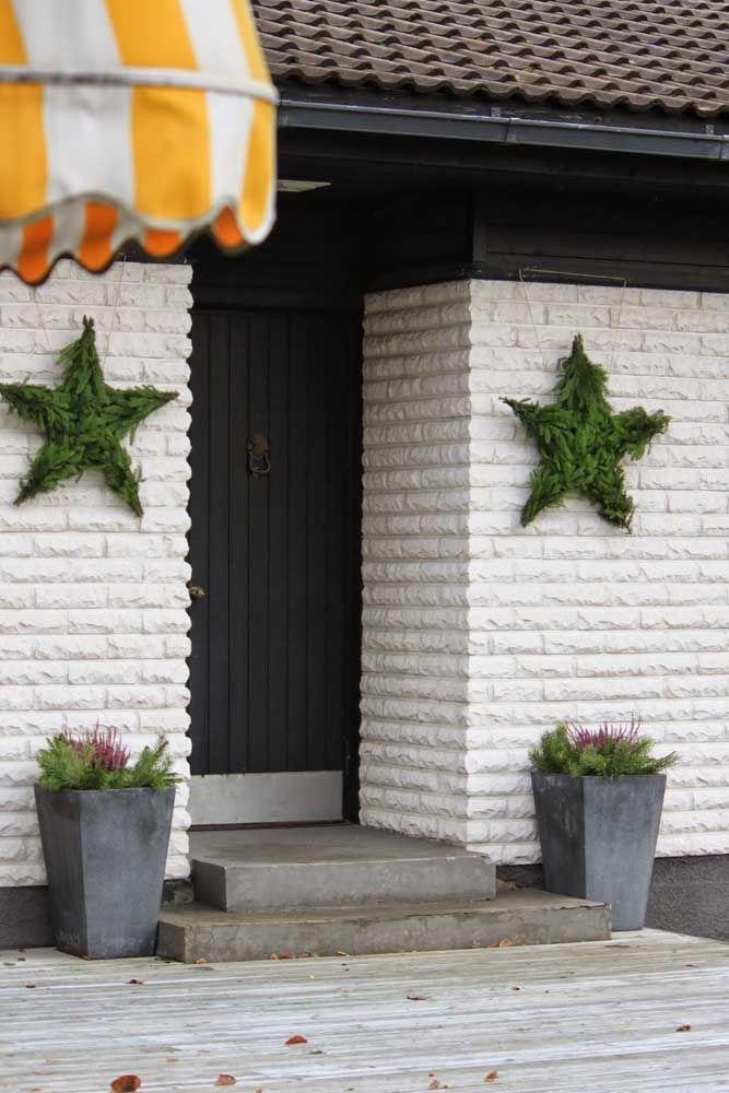 Pour le mur de briques rustique, étoiles de feuille