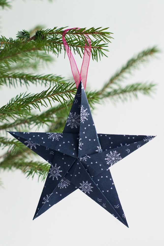 Une sarcelle élégante et charmante comme couleur principale de l'étoile de Noël