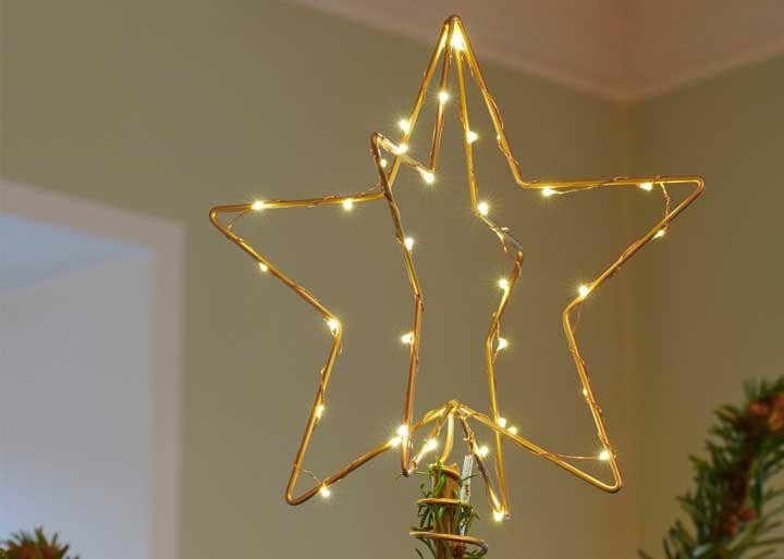 Étoile 3D faite avec des éclairs de fil clignote
