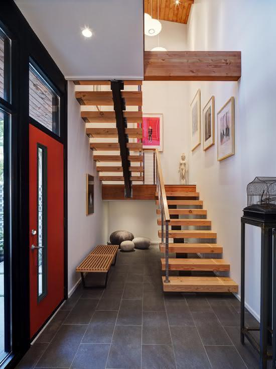 Escalier en bois avec structure métallique