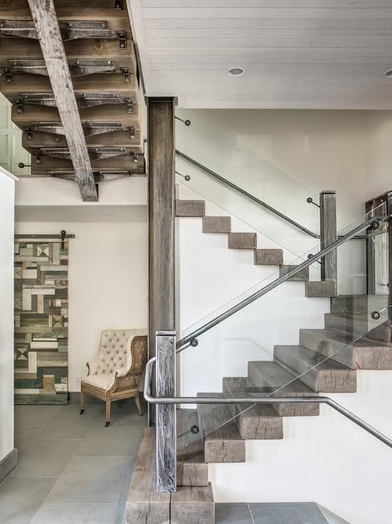 Escalier en bois de démolition