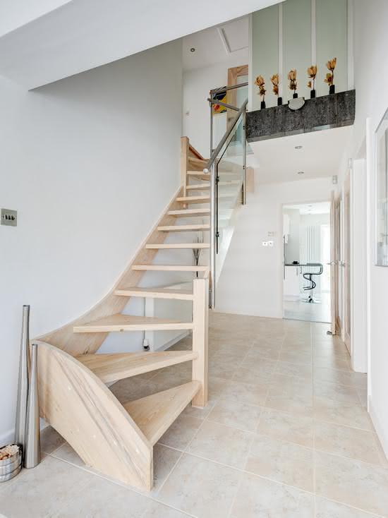 Escalier en bois en chêne naturel