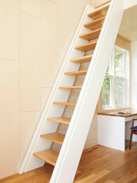 Escalier en bois en pente
