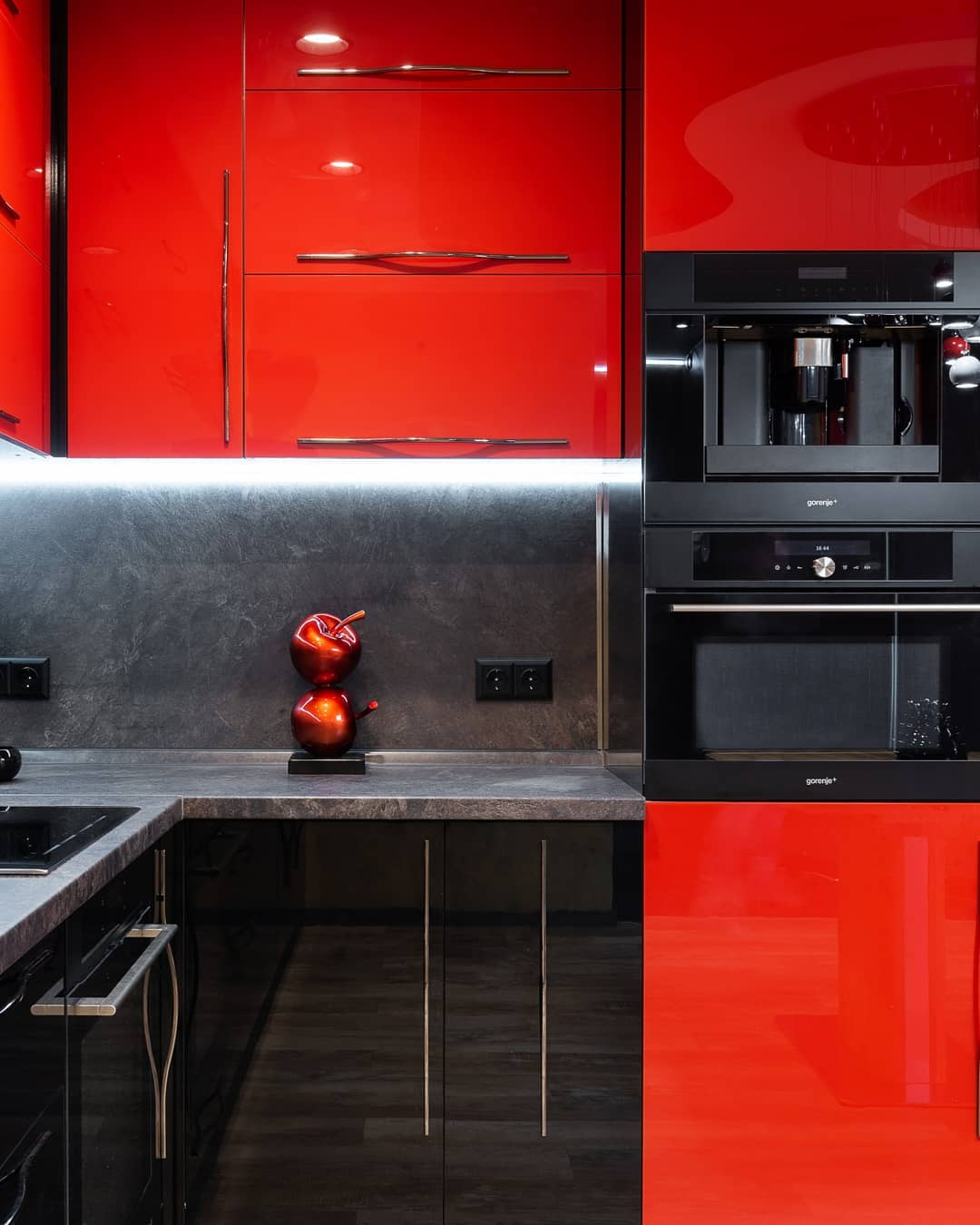 cuisine-rouge-et-grise