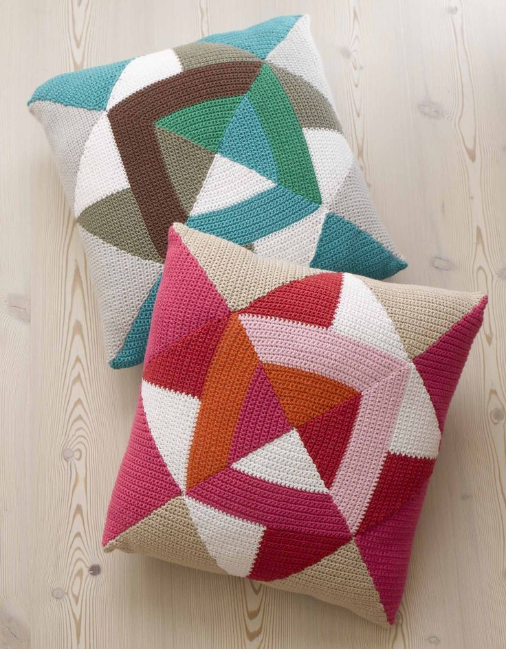Couverture patchwork au crochet aux formes géométriques