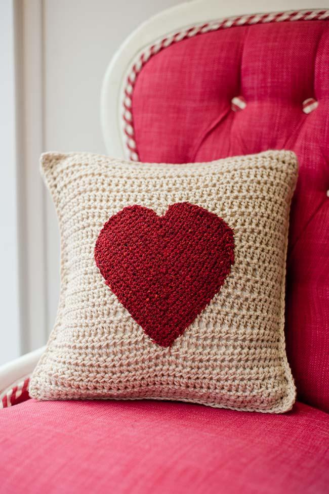 Housse de coussin avec coeur rouge