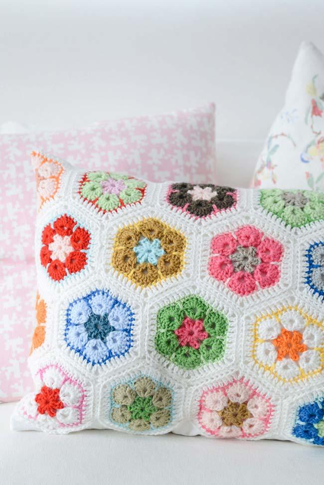 Housse de coussin avec des fleurs colorées