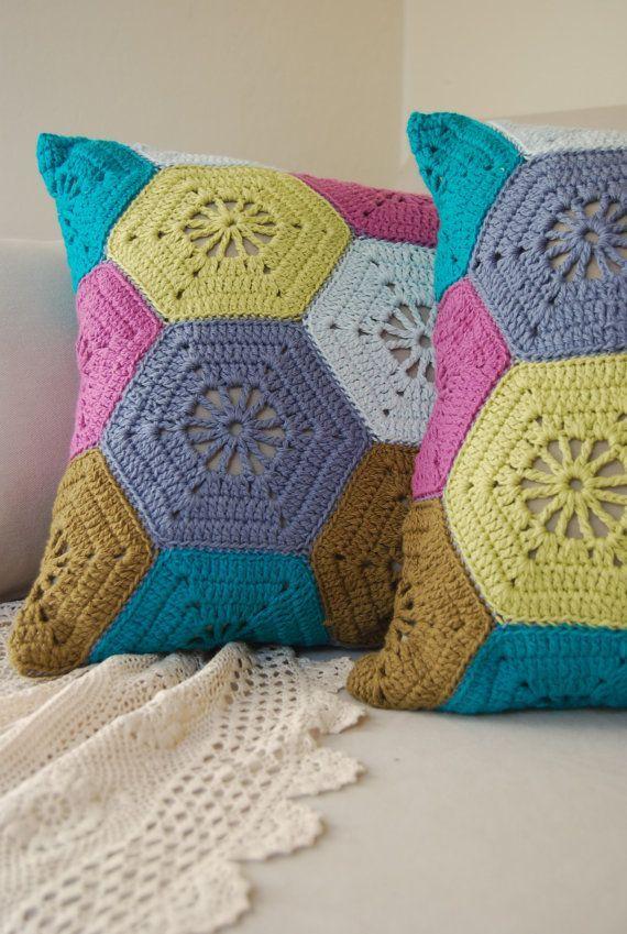 Hexagones colorés pour housse de coussin au crochet