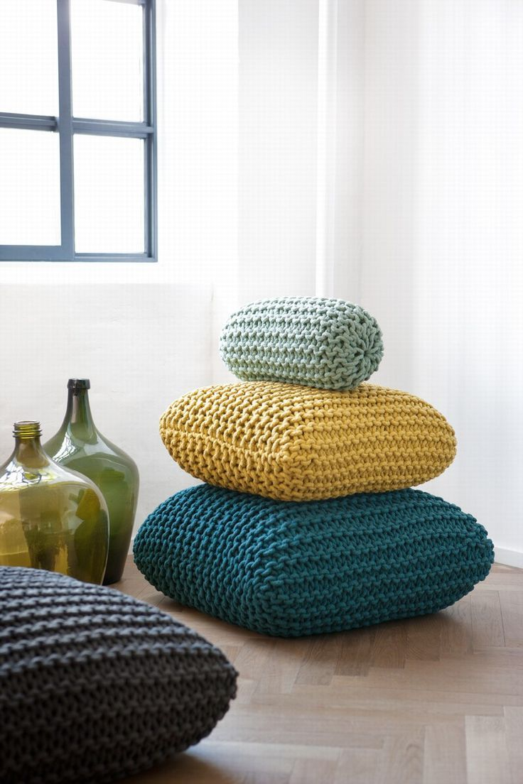 Ensemble de trois oreillers réalisés avec la technique du crochet maxxi