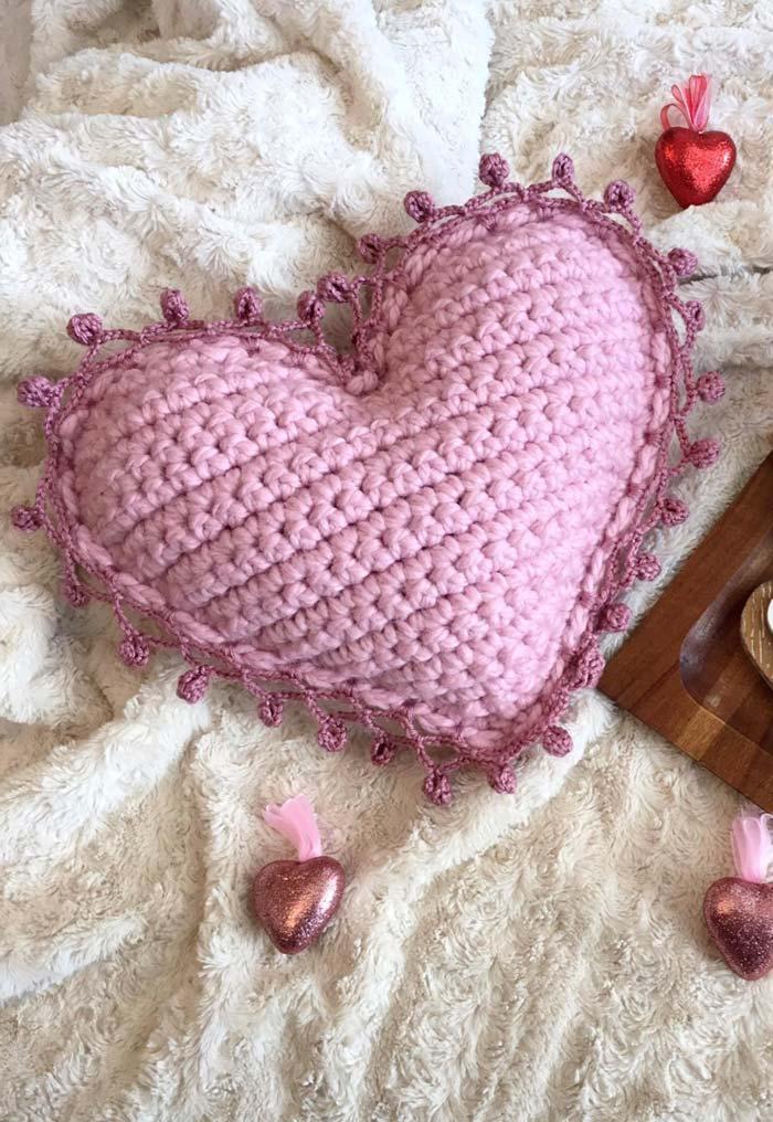 Housse de coussin coeur crochet