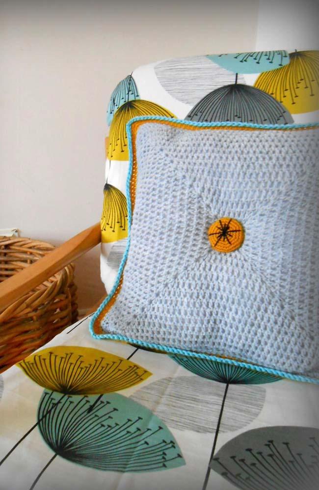 Housse de coussin assortie aux couleurs du canapé