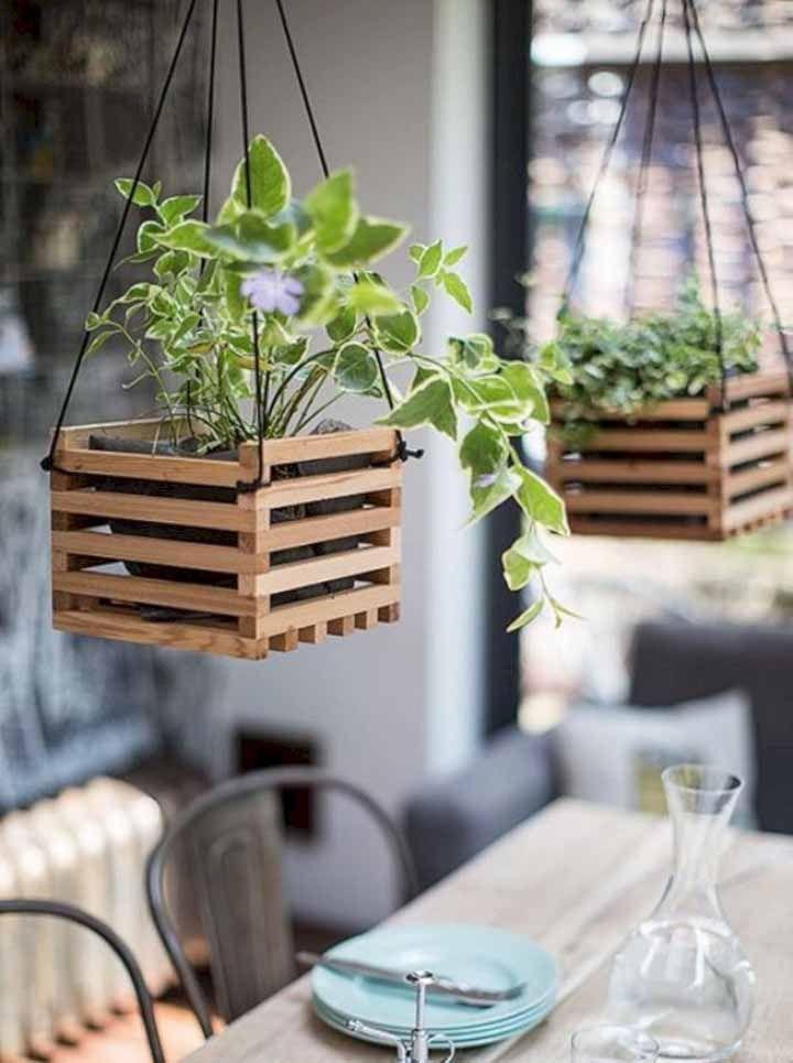 Les cache-pots en bois classiques: ne se démodent jamais