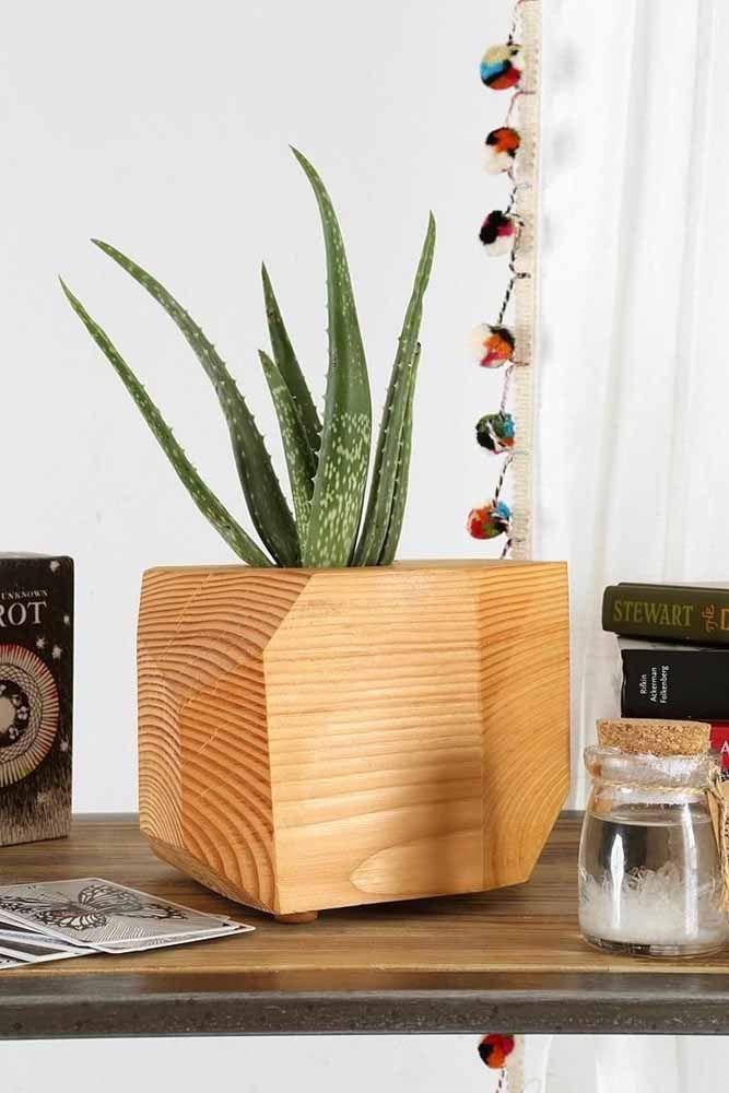 Cache-pot en bois sculpté