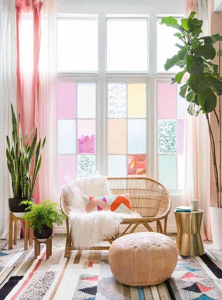 Combinez des cache-pots avec des supports en bois pour décorer avec le look de Pinterest