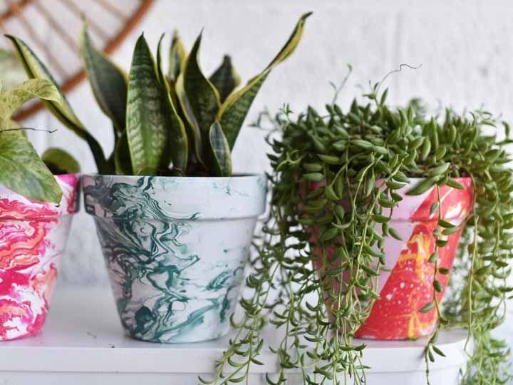 Révélez votre âme artistique en fabriquant des cache-pots peints à la main