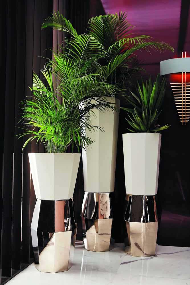 Rendez les vases recyclés encore plus beaux avec une peinture spéciale et un peu de paillettes