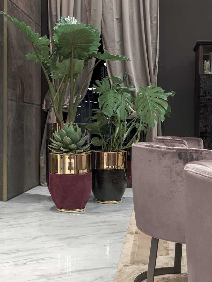 Un emballage assouplissant peut être utilisé comme vase s'il reçoit une très belle peinture