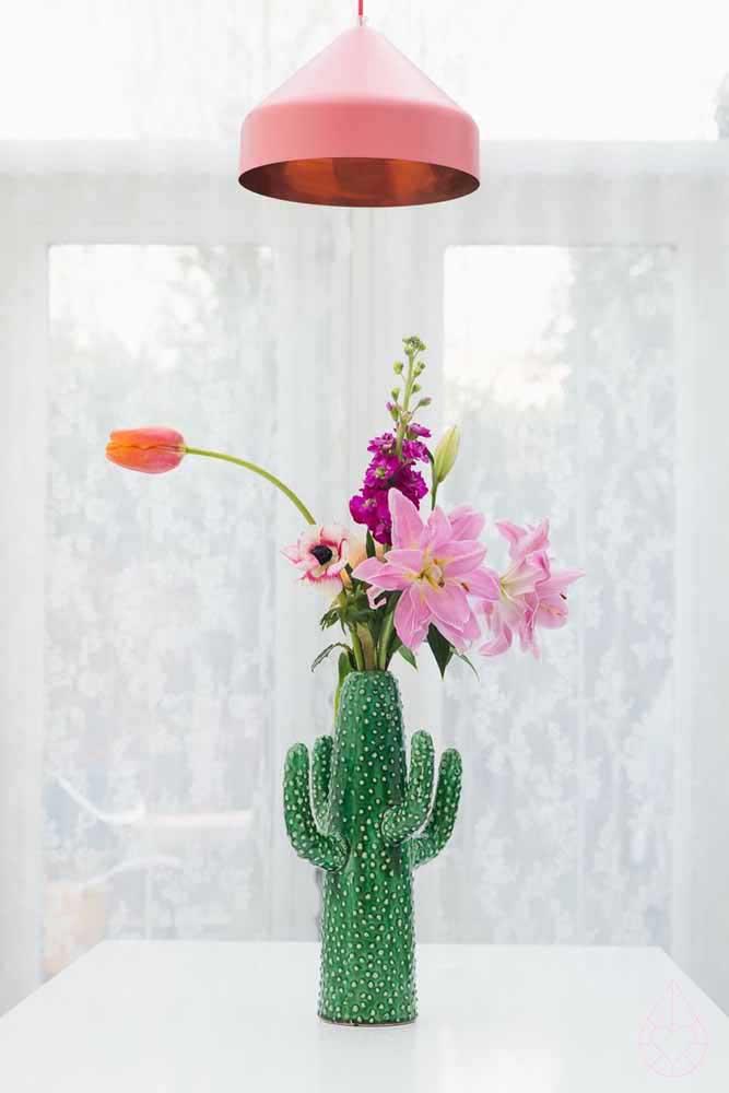 Vase avec de vieilles lampes!  Une idée qui ne quitte jamais la scène