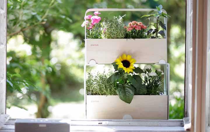 Et regardez cette idée de vase également basée sur les journaux!  Incroyable!