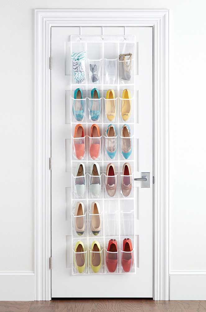 Pratique, beau et sans interférer avec la décoration: modèle idéal d'étagère à chaussures de porte