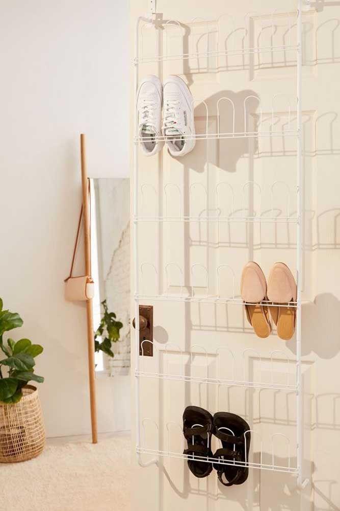 Lanière simple, belle et fonctionnelle pour organiser vos chaussures derrière la porte