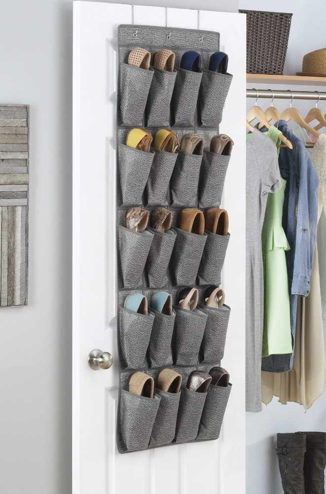 Si une porte ne suffit pas pour toutes les chaussures, placez un étagère à chaussures dans chaque pièce